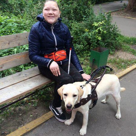 Кристина с собакой-поводырём