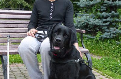 Руслан со своей собакой